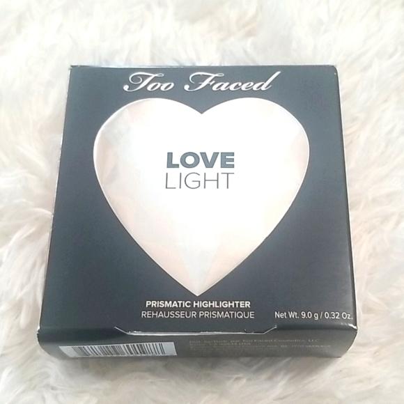 Too Faced love sight highlighter